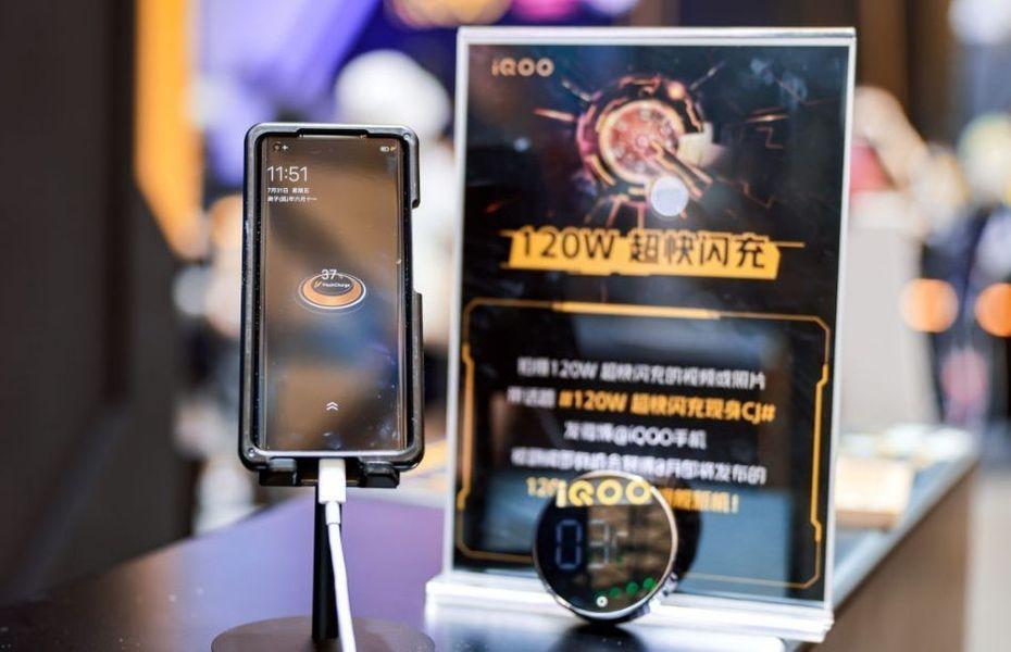 120W Ultra-fast charging iQOO 5 dapat mengisi daya hingga penuh hanya 15 menit