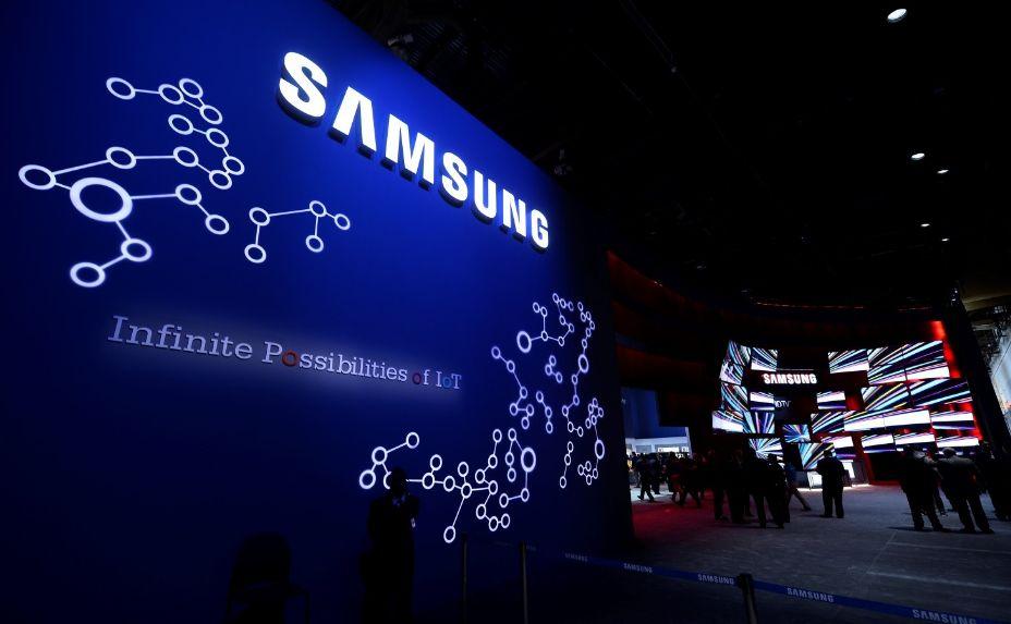 Ironis! Samsung Ikuti Apple Tidak Sertakan Charger dalam Dus Ponsel